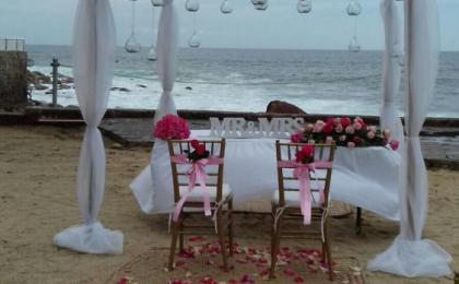 Decoración para ceremonia . boda en playa
